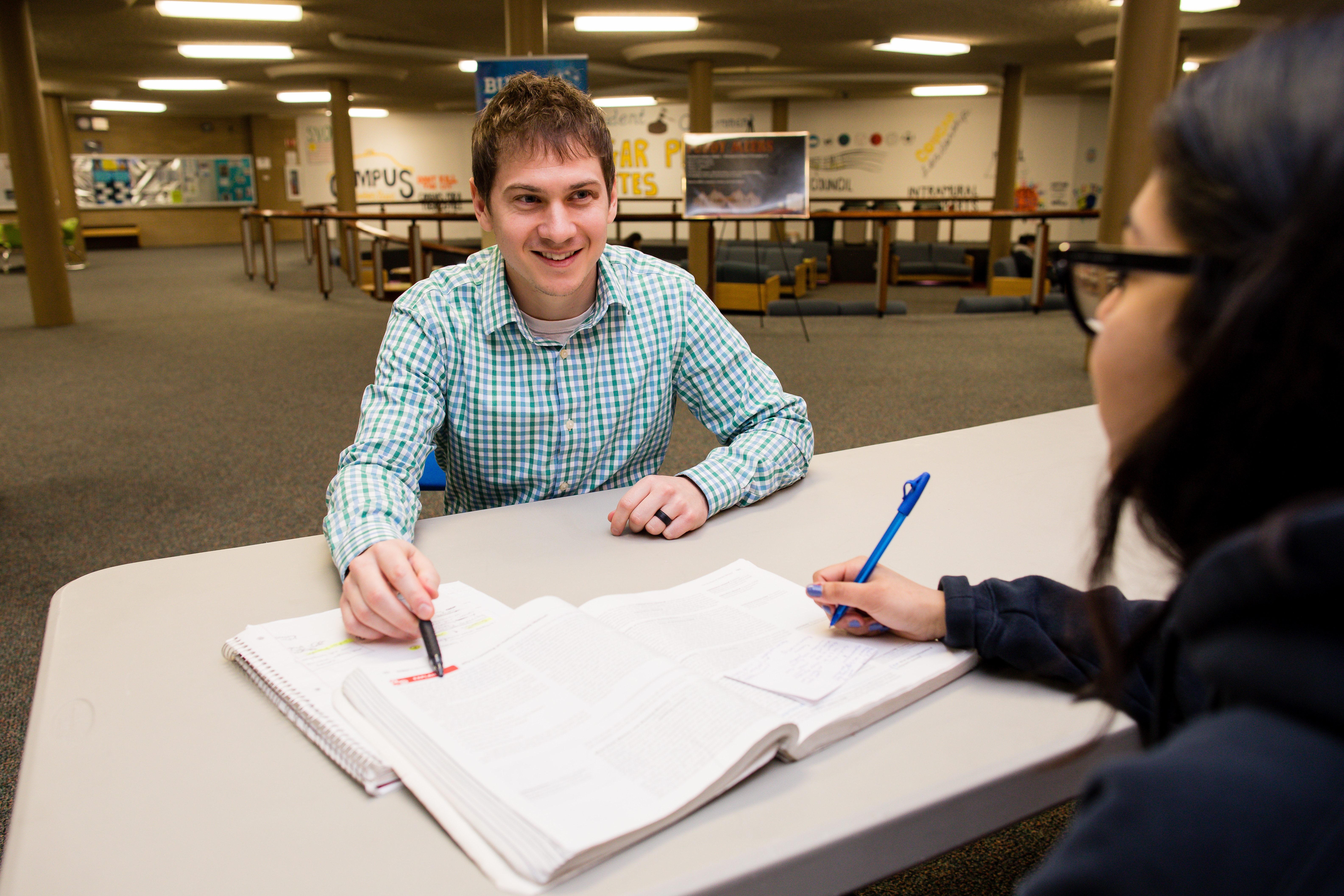 Transfer advisor helping a WNCC student